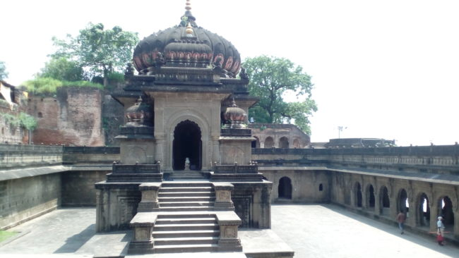 top places to visit in Maheshwar Ahilya fort