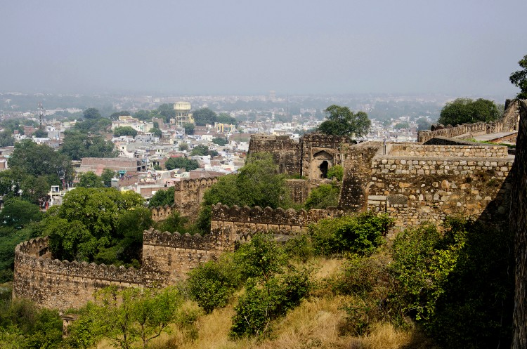 top things to do in orchha -visit Jhansi fort